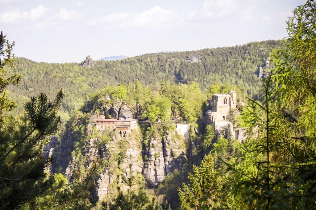 Blick zur Burgruine auf dem Oybin