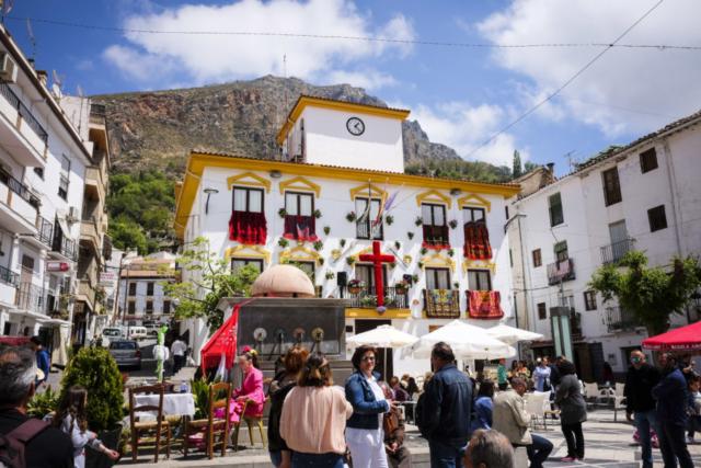 das Dorf ist festlich geschmückt