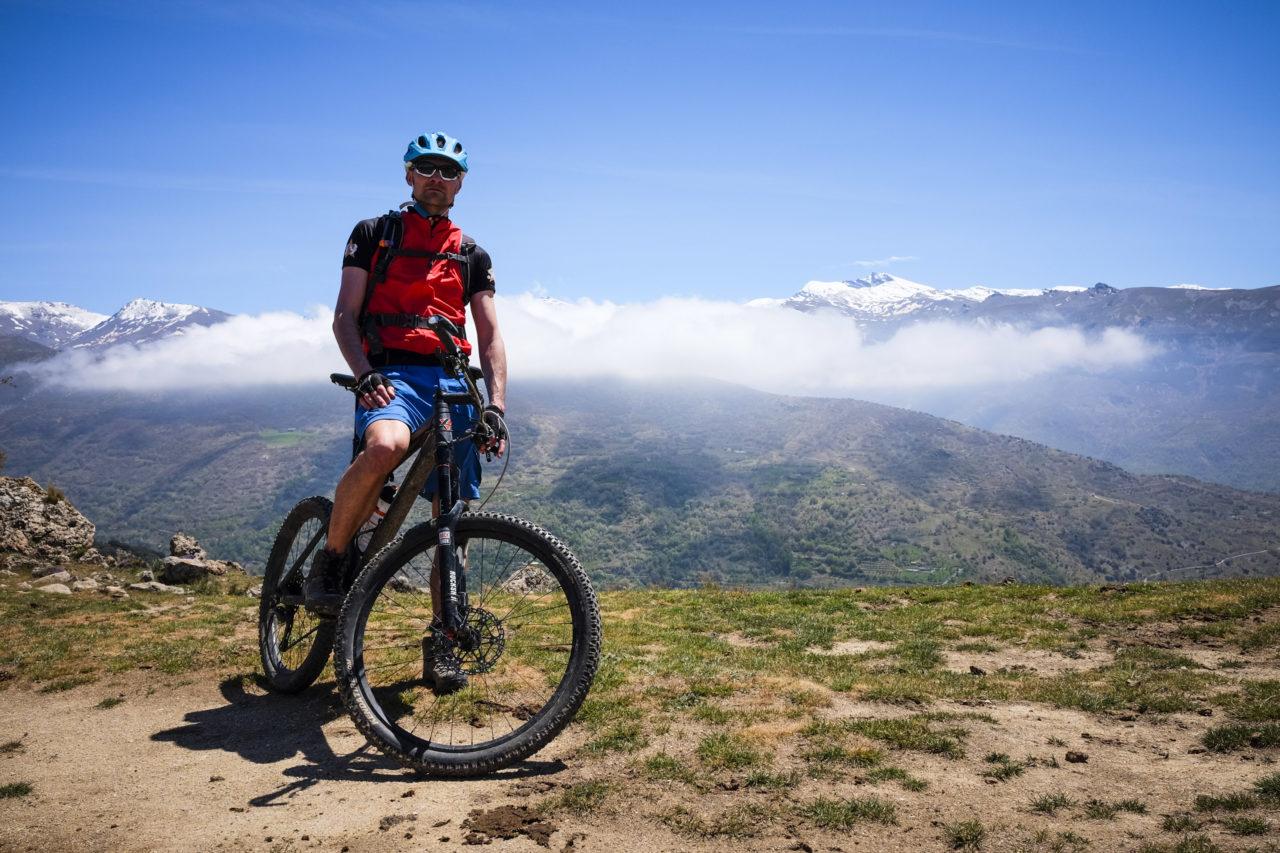 Blick zu den weißen Bergen der Sierra Nevada