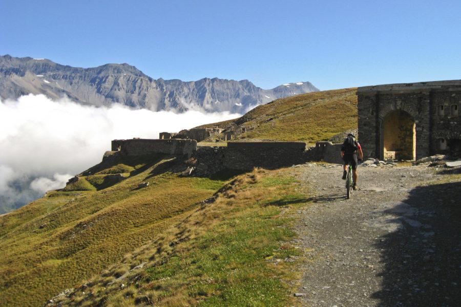 Auffahrt zum Fort de la Turra