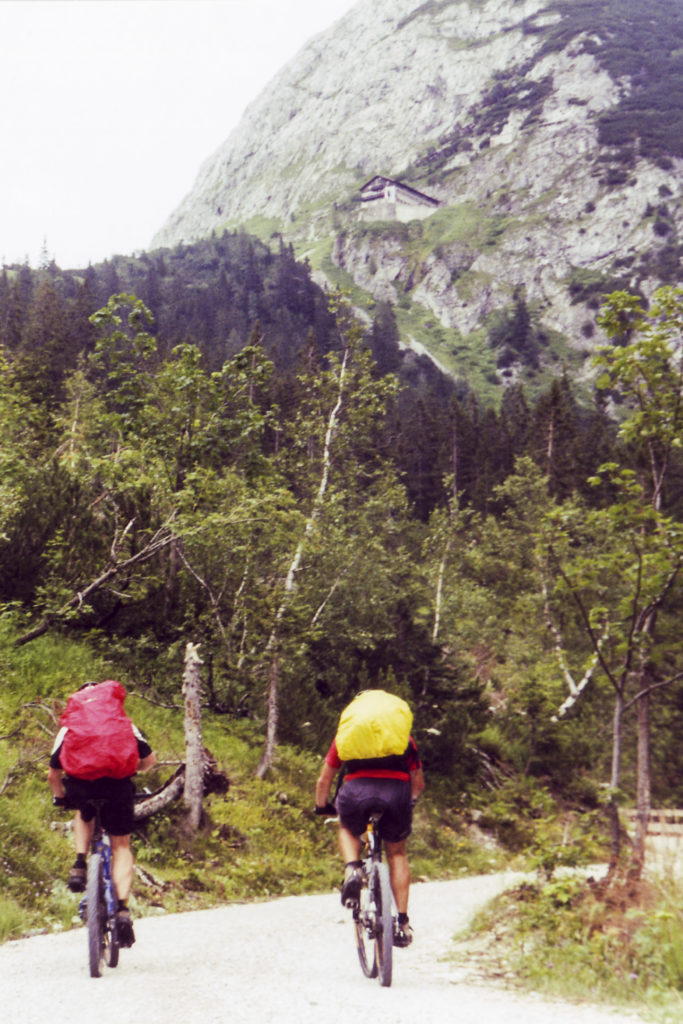 Auffahrt zum Karwendelhaus