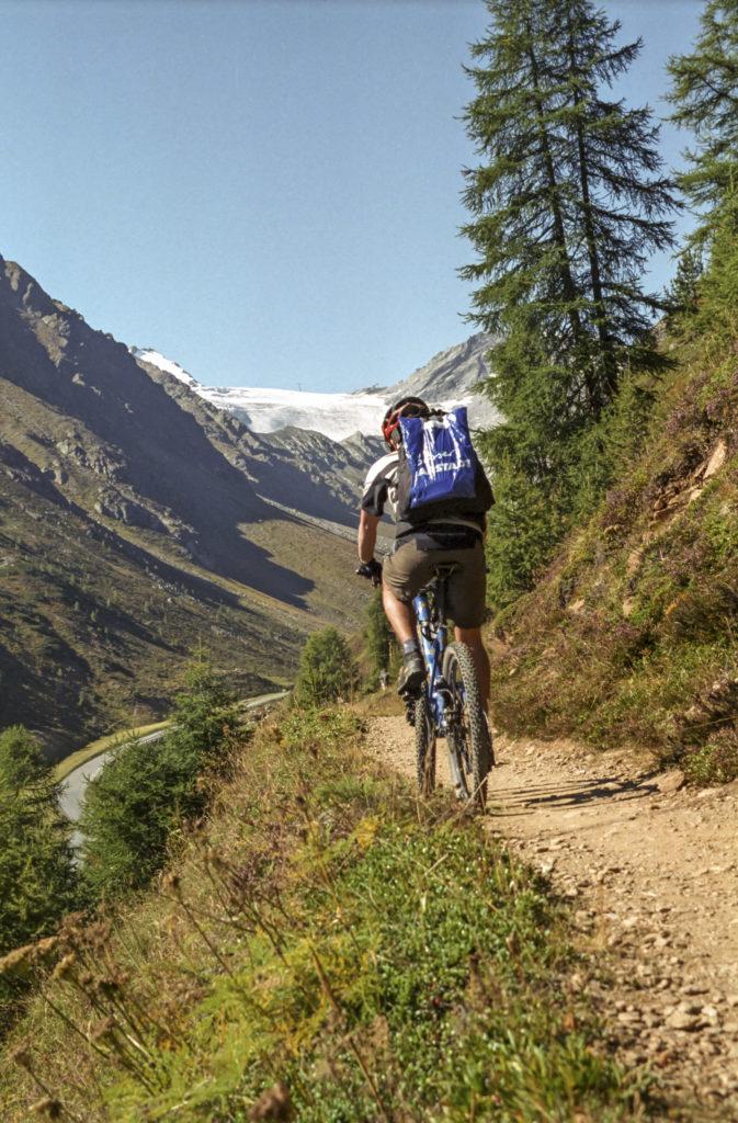 Trail zur Rettenbachalm mit Gletscherblick