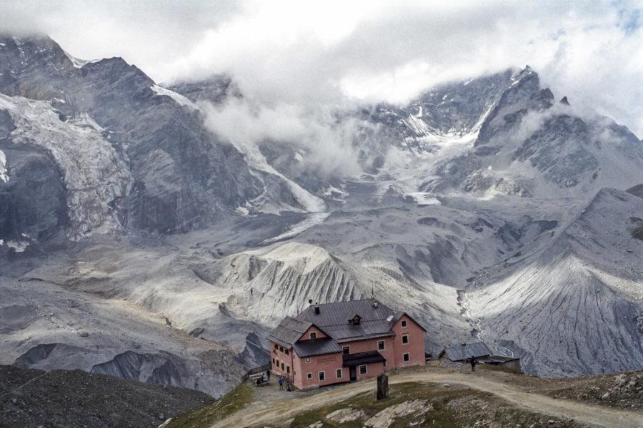 die Schaubachhütte mit Ortlermassiv