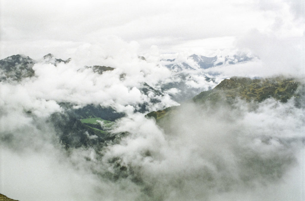am wolkenverhangenen Timmelsjoch