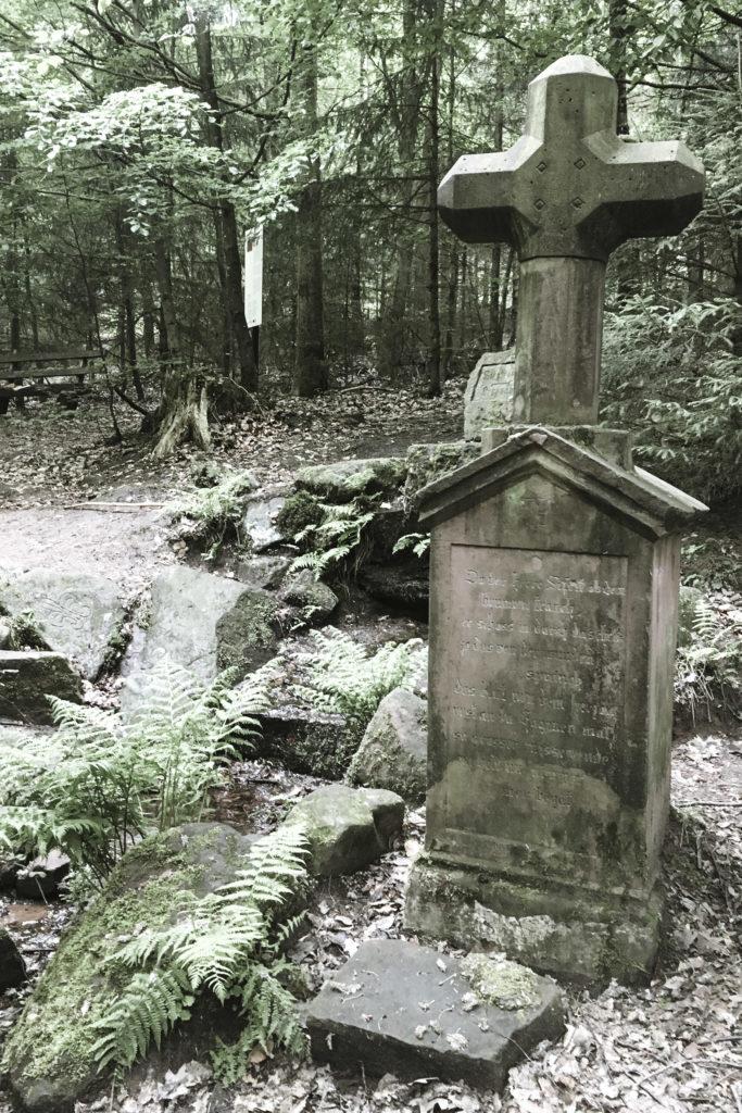 Den Abschluss der Nibelungensage findet man mitten im Odenwald am Siegfriedsbrunnen