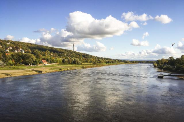 Start in Dresden mit Blick auf die Elbe