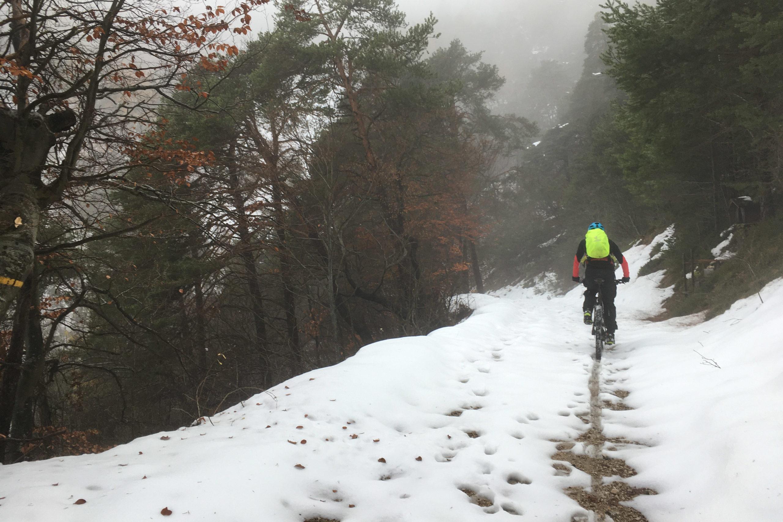 Und endlich waren wir mal wieder im Schnee, leider aber auch in den Wolken.