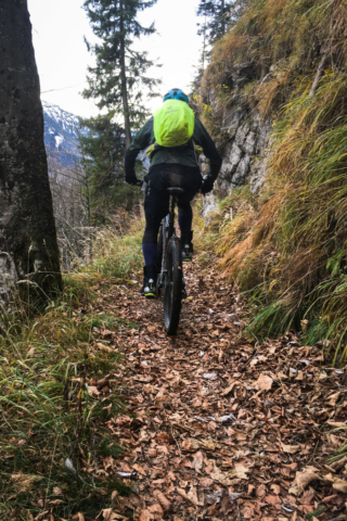Aber vorher gehts nochmal auf einem tollen Trail entlang.