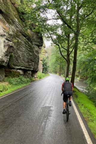 Ein sehr entspannender Abschnitt auf Asphalt führt uns nach Hinterhermsdorf.