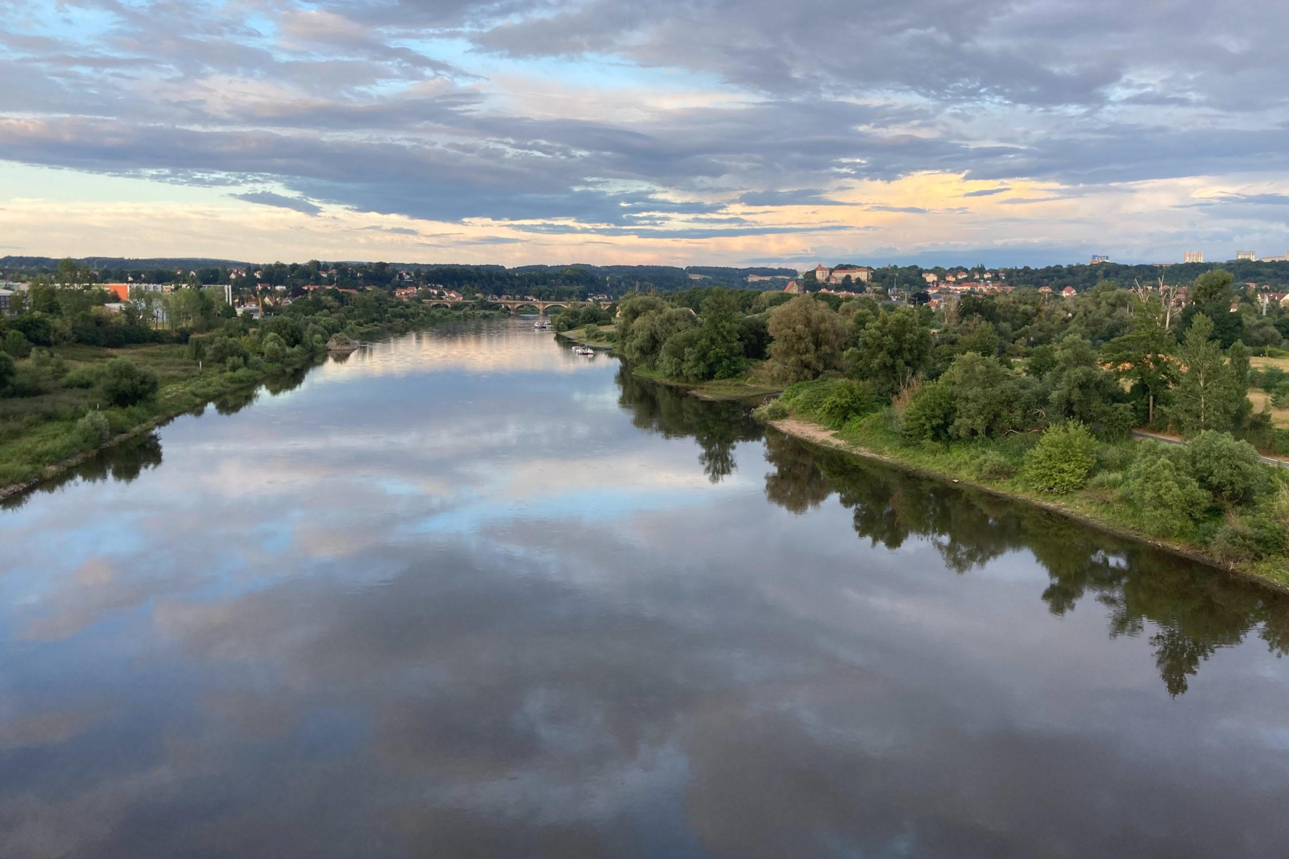 Wir kreuzen die Elbe... da hinten liegt Pirna.