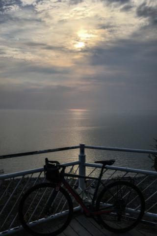 einsames Bike, an einsamen Aussichtspunkt