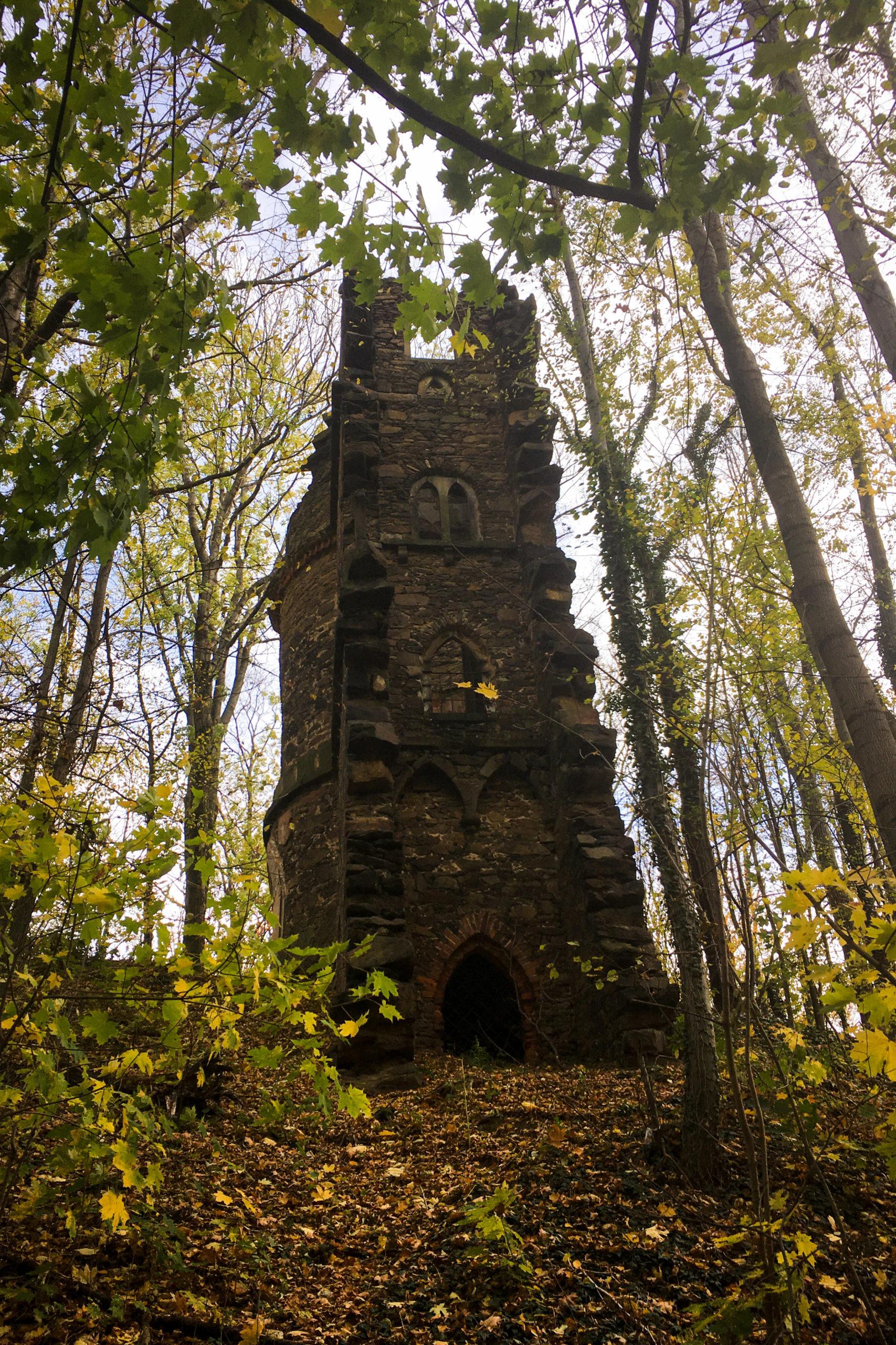 eine künstliche Ruine in der Lausker Skala