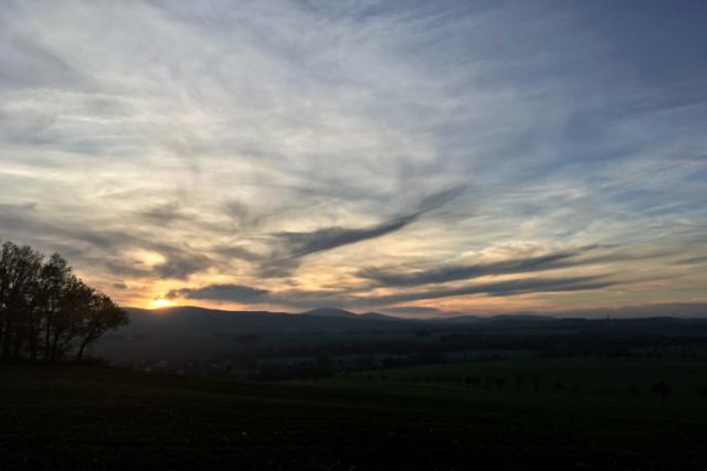 im Sonnenuntergang am frühen Nachmittag