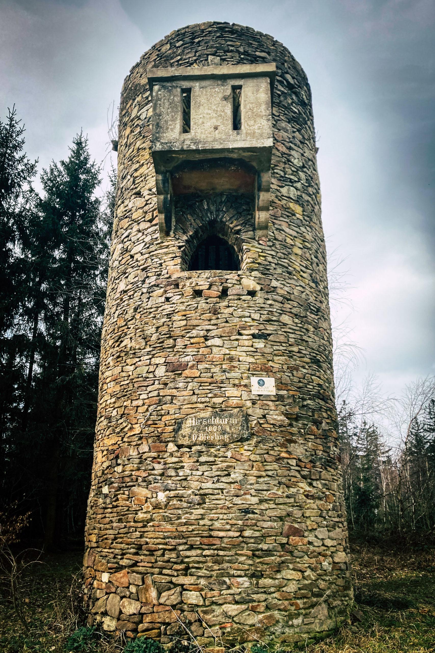 Der Hirschturm ist sehr unscheinbar gelegen.