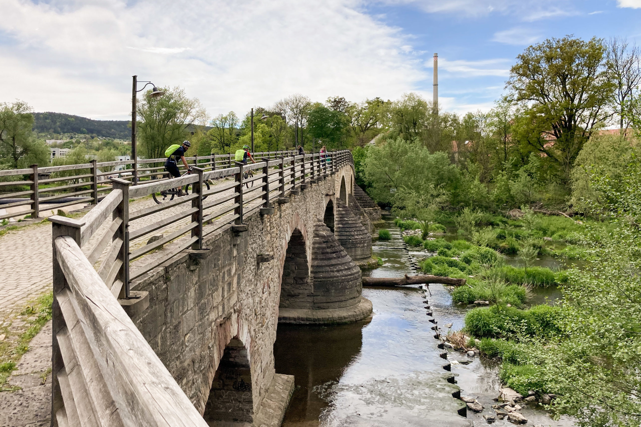 über die Saale auf der Burgauer Saaletalbrücke